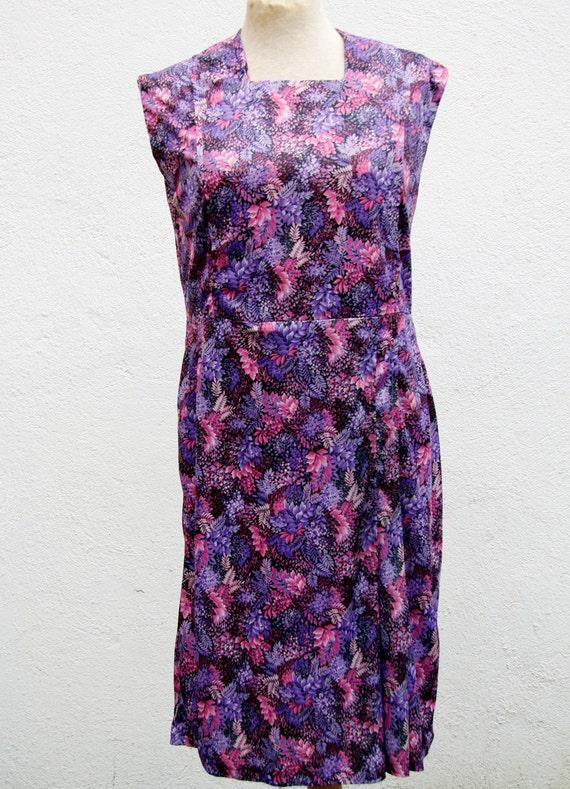 vintage kleid 70er jahre mit lila rosa naturmuster. Black Bedroom Furniture Sets. Home Design Ideas
