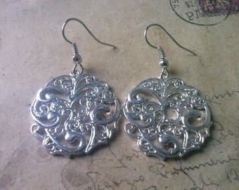 Round ornament earrings No.. 2 ~ silver ~