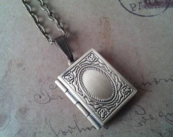 Book-Medallion chain No.. 2 ~ bronze ~.