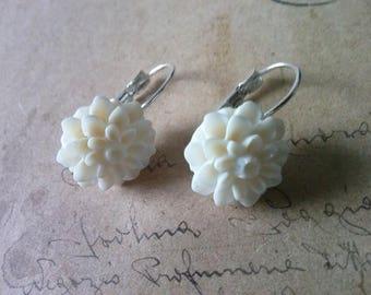 Cream dahlias earring
