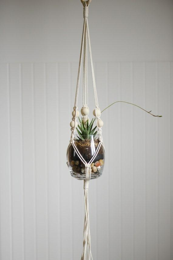 suspension pour plante en macram avec perles en bois etsy. Black Bedroom Furniture Sets. Home Design Ideas