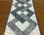PDF pattern for interlocking squares table runner, DIY quilted table runner, Metric conversions