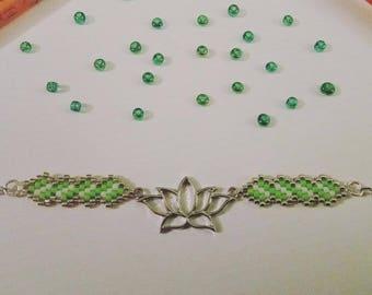 Brickstitch lotus flower bracelet