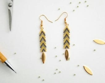 Brickstitch and drop earrings gold