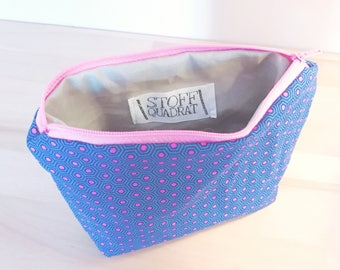 Cosmetic bags in blue with pink dots