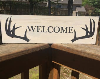 Welcome with Buck Rack Pallet sign