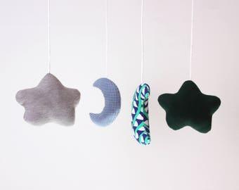 Mobile vert et bleu. Nuage+Lune. Mobile démontable et réutilisable. 4 figurines interchangeables, 12po. Structure turquoise en acrylique
