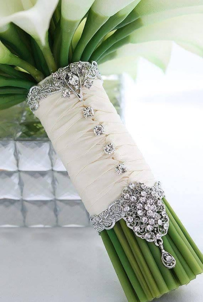 The Lily Bouquet Cuff Bouquet Holder
