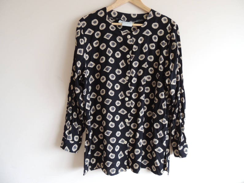 size 40 Vintage H /& M Black anf beige blouse tunic with row of buttons and side splits