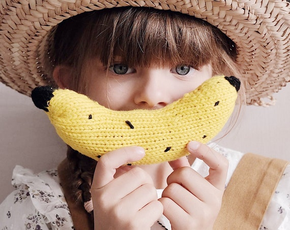 Knitted banana doudou