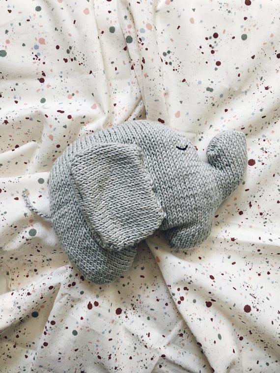 Hand made blanket, birth gift, hand knit elephant comforter blanket elephant blanket knit, knit baby Studio me