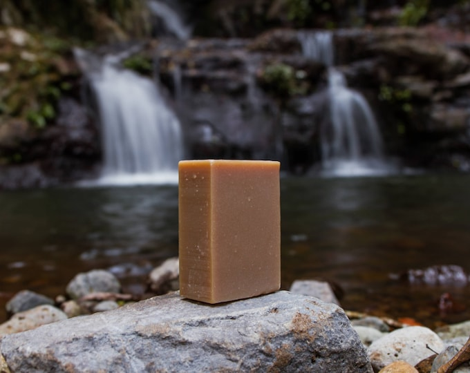 Bronze Macadamia Oil Bar (scented)