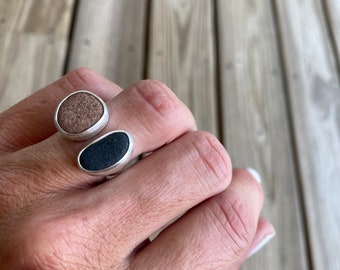 Double beach stone divided ring