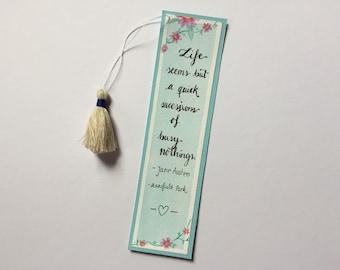 Jane Austen Lesezeichen/Mansfield/ mittel mit handgefertigter beider Quaste/ verziert mit Blumen und einem Zitat aus dem Roman
