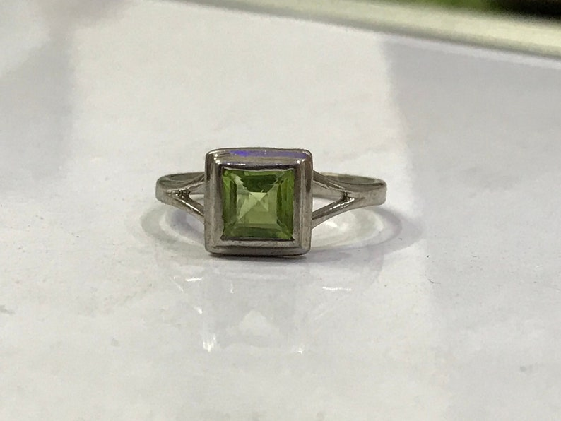 Square shape natural peridot ring in 925 sterling solid silver