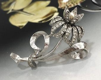 VINTAGE Brooch - Pearl Flower
