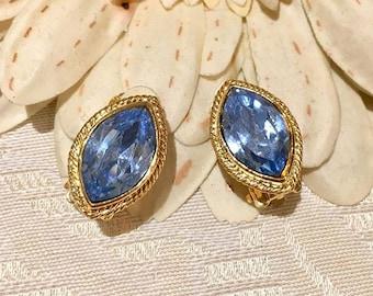 VINTAGE - sky blue oval clip earrings