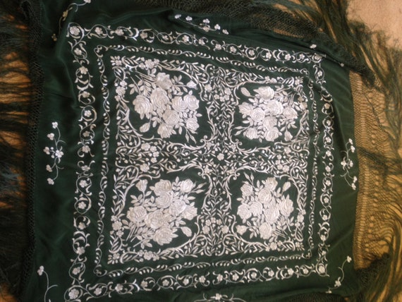 Vintage embroidered Piano shawl - image 5