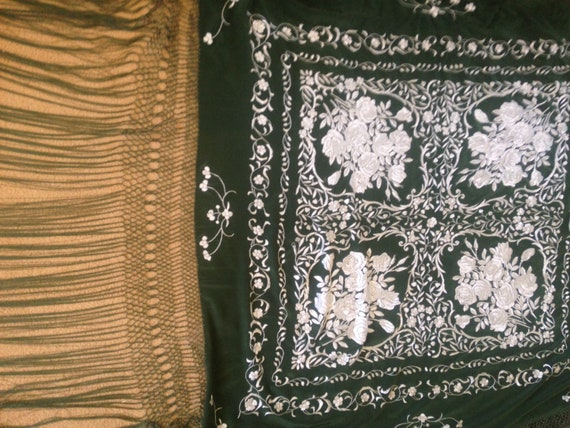 Vintage embroidered Piano shawl - image 6