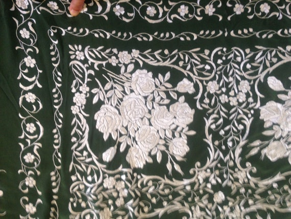 Vintage embroidered Piano shawl - image 7
