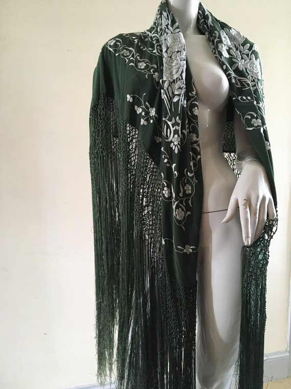 Vintage embroidered Piano shawl - image 10