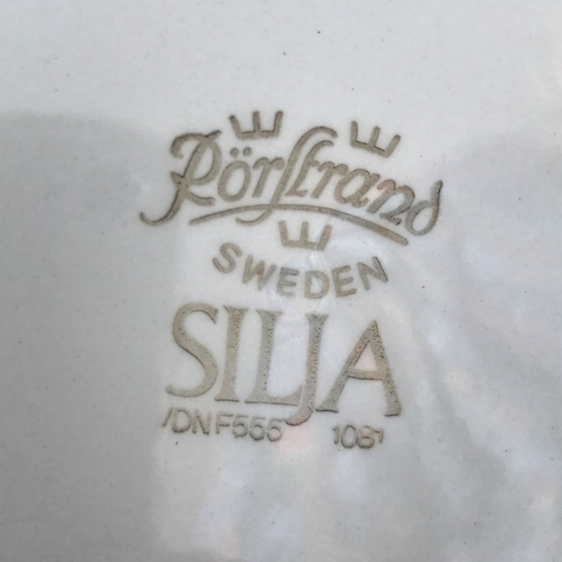 Large side plate Sweden designed by Marianne Westman and manufactured 1961-1967. /'Silja/' by R\u00f6rstrand