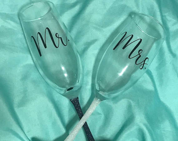 Mr. and Mrs. Glitter Dipped Champagne Glasses, Champagne Flutes, Wedding Flutes, Wedding Glasses