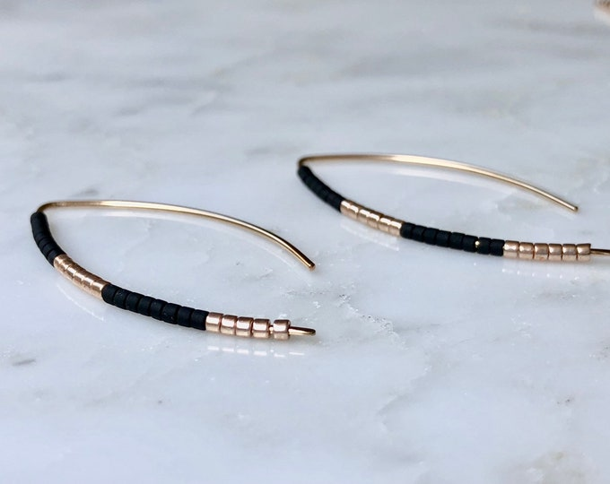 Black and Gold minimal earrings, dainty Gold filled earrings, seed bead earrings, minimalist jewelry, modern simple earrings, threader