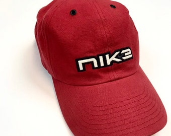 49d5677672f Red asjustable Nike hat