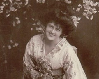 Miss Marie Studholme Actress Singer Postcard. Real Photograph Postcard Posted ~ 1906