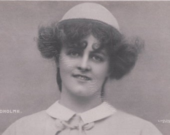 Miss Marie Studholme an English Actress & Singer Postcard Portrait . Postcard Not Posted.
