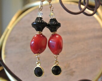 Don't try to Coral me - Coral, Onyx and Moonstone earrings