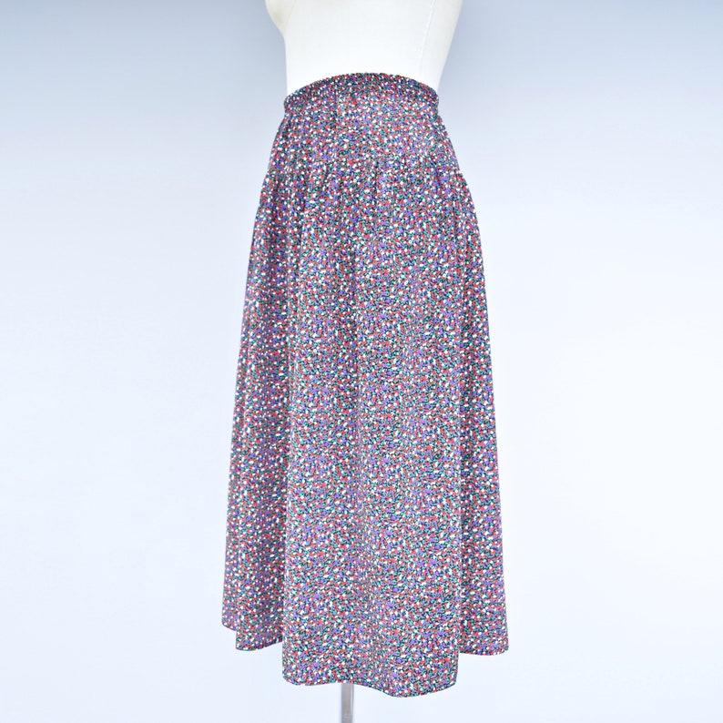 Size Medium Black Ditsy Floral Print Midi 1980s /'Shannon/' Vintage Skirt M