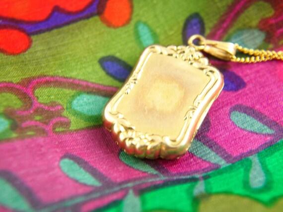Flower Locket Necklace - 1940s Locket - Engraved … - image 2