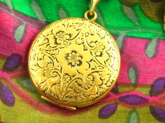 Engraved Flower Locket Necklace - Enamel Locket -