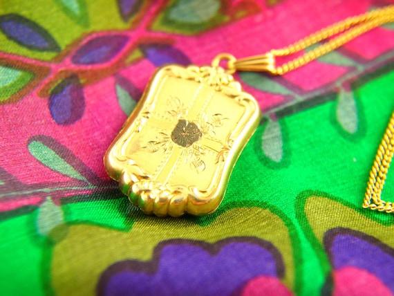 Flower Locket Necklace - 1940s Locket - Engraved … - image 1