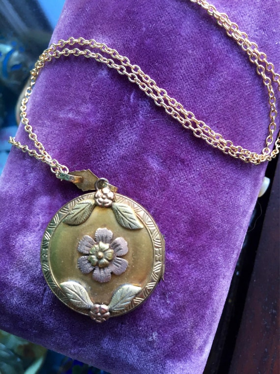 Flower Locket Necklace - Rose and Yellow Gold - En