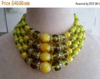 SUMMER SALE Vintage 1950's - 1960's Mod Daisy Chain Lemon Yellow and Fern Green Faceted Glass Beads Bib Choker