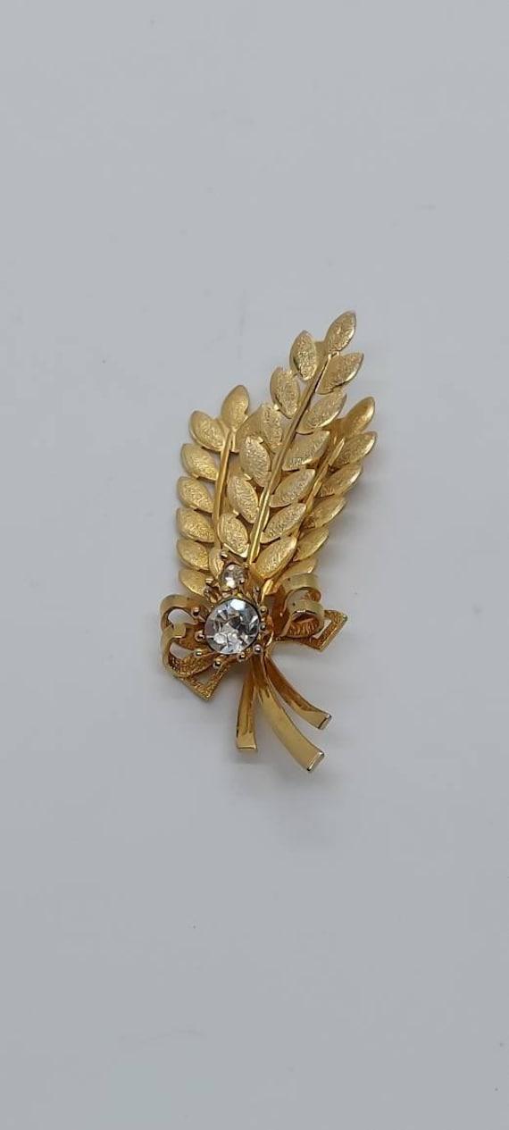 Vintage Sarah Coventry gold spray brooch