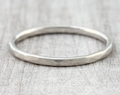 Front pocket ring facet gold, hammered pre-plug ring, structure ring gold, gold ring hammer blow, ring hammered surface