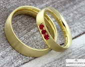 "Wedding rings ""GOLDEN SUN"" with 3 rubies, Gold Rubin wedding rings, partner rings Rubin, jewelry messages, handmade, goldsmith, Berlin"