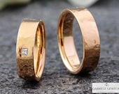 "Wedding rings ""hammered"" with diamond, wedding rings, hammer structure, hammer blow, brilliant, handmade, jewelry messages, goldsmiths, Berlin"