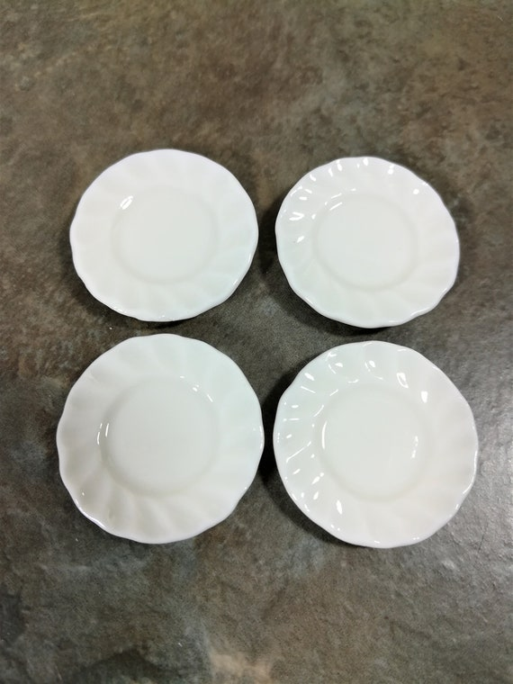 """Dollhouse Miniature x4 Fluted All White Ceramic Glass Plates 1:12 Scale 1/"""""""