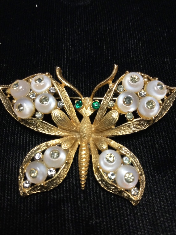 COROCRAFT BUTTERFLY with Shoe Button Cabochons Bro