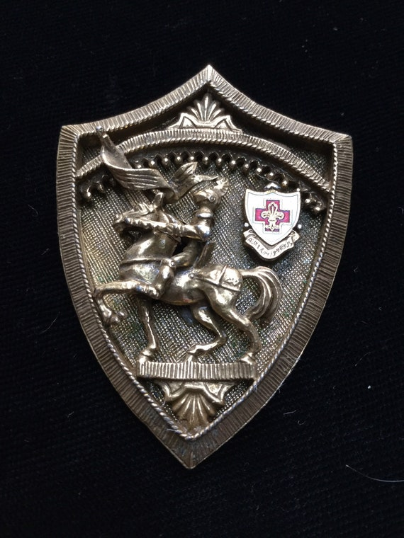 COROCRAFT SHIELD with KNIGHT on Steed Brooch