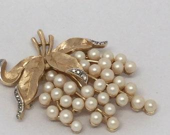 CROWN TRIFARI Leaves and Pearls Spray Brooch