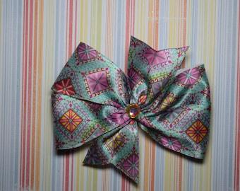 Diamond patterned bow