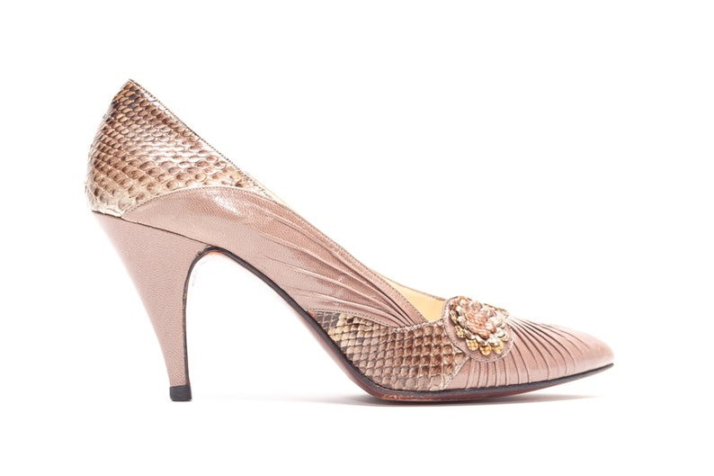 c514249154073 Rosina Ferragamo Schiavone Vintage Pumps in Taupe and Snakeskin Leather •  Size 6.5
