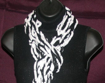 Black and White Straight Chunky Scarf