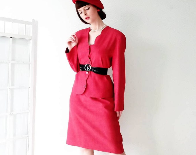 Strawberry red tailor 80s style 50s //80's 50's strawberry style red follows